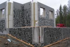 Loma-asunnon betonielemettien asennus